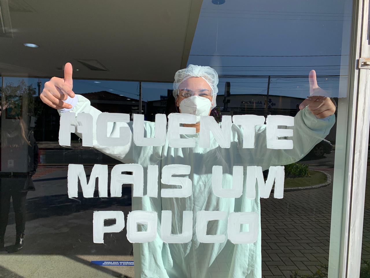 Dia do Hospital: HNSG envia mensagens pelas janelas - Hospital Nossa Senhora da Graça